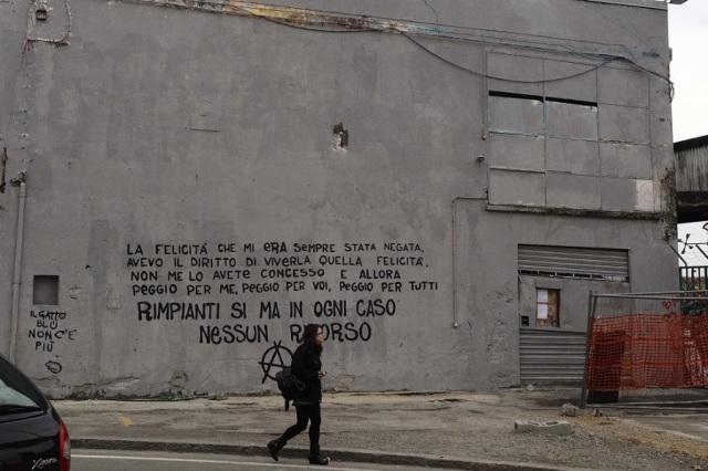 (la scritta apparsa sul muro riverniciato da Blu -Foto © Iguana Press/Repubblica 2016)